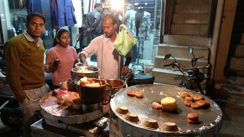 Indian Streetfood: Do try one more Samosa!