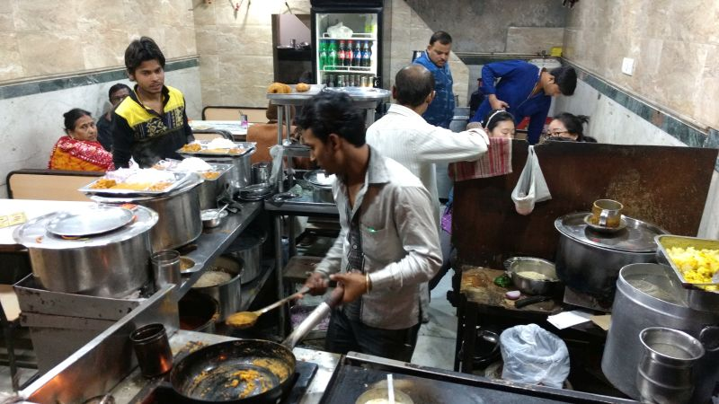 Indian Streetfood: Busy Kitchen
