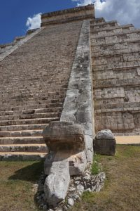 snake at Kukulcán pyramid